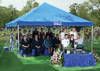 /media/cournoyerfh-com/Wilbert-Graveside-Svc-UV-Wald41.jpg